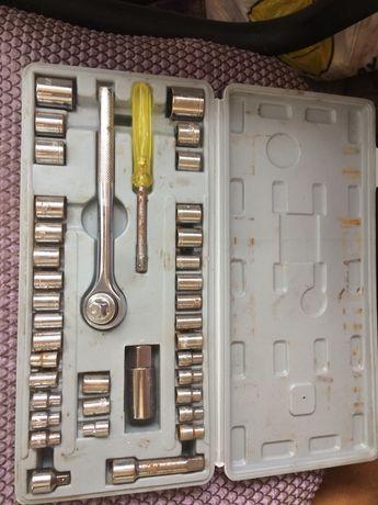Продам набор ключей с трещётко 150 гривен