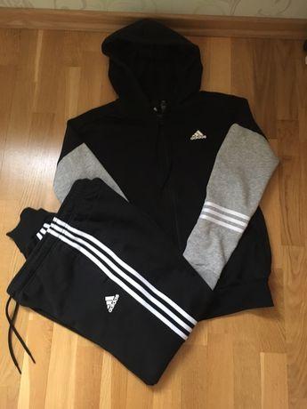 Спортивный костюс adidas