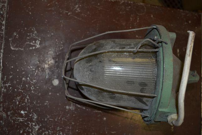 Stara wisząca lampa przemysłowa