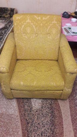Кресла на колесиках 2 штуки