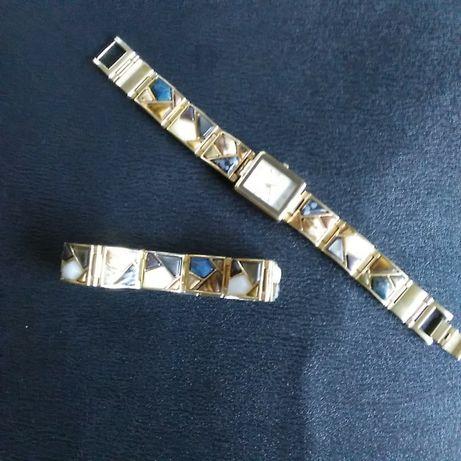 Relógio dourado em bom estado e pulseira dourada