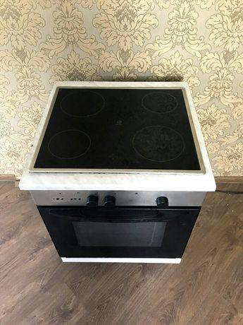 стеклокерамическая, електрична поверхність Indesit з духовим шкафом
