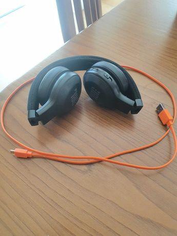 JBL headphones wireless c/ carregador USB