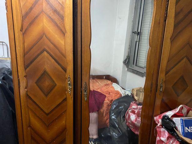 Roupeiro de quarto antigo