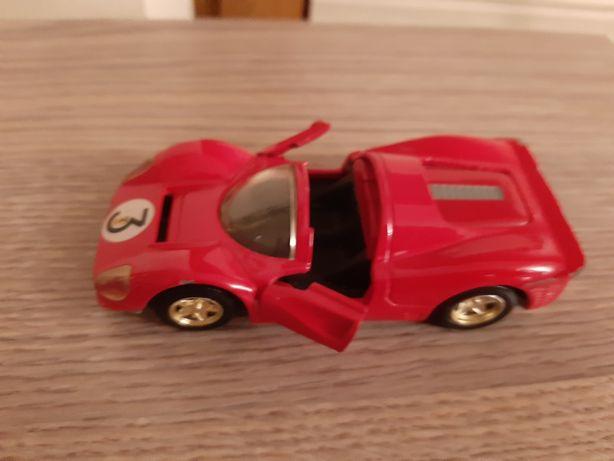 Ferrari  1967 seria 330 p4 czerwone resorak metal kolekcja autko