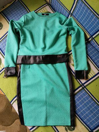 Продам нарядний костюм