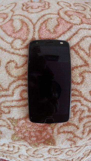 Продам телефон с небьющимся экраном Motorola moto z2 force