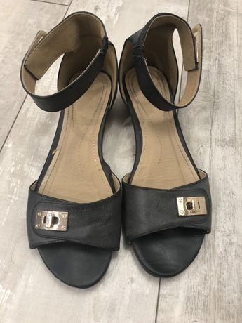 Czarne sandałki 36