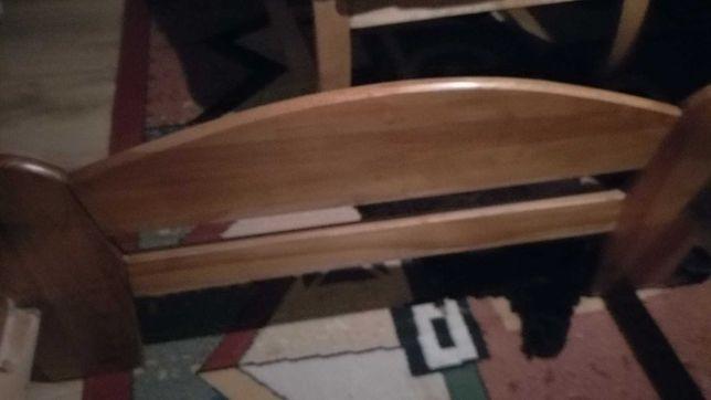 Lózko drewniane z materacem 90x200cm.
