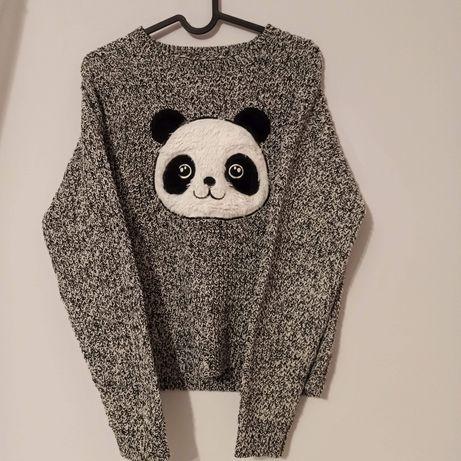 Sweterek z Pandą