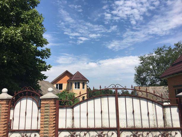 Будинок новобудова с. Матюші. Поряд річка