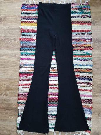 Elastyczne spodnie dzwony czarne z prążkowanego materialu wide leg wys