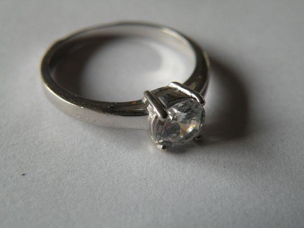 ładny srebrny pierścionek proby 925 e225