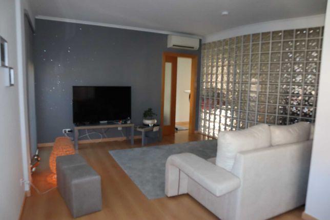 Apartamento T2 C/Varanda e Garagem