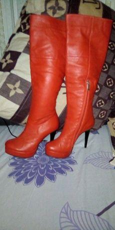 Кожаные красные сапоги