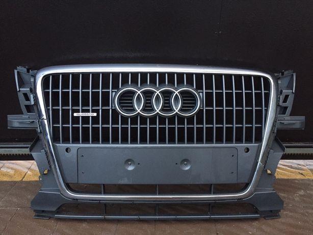 Центральна решітка Audi Q5(Центральная Решетка,Ауді,Ауди,Ку5)