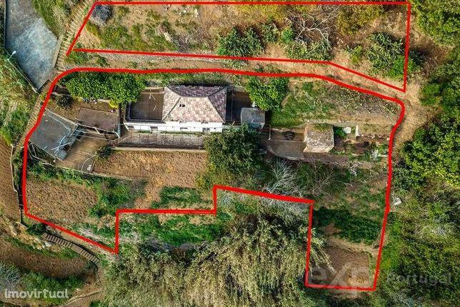 Casa rural vista desafogada sobre vale Ribeira Brava