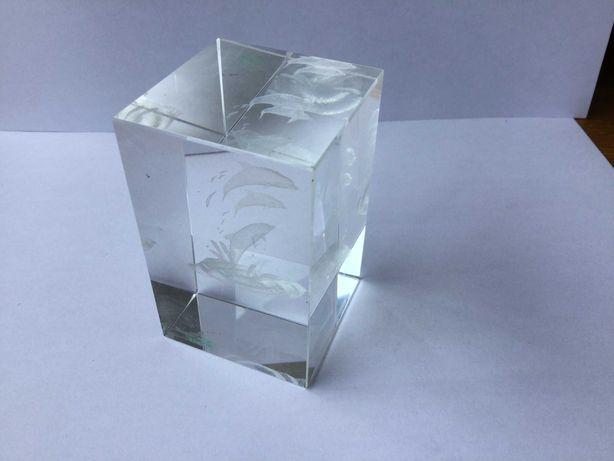 Peça decorativa (pesa-papéis?) em vidro maciço, três golfinhos