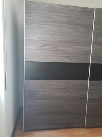 Roupeiro com portas deslizantes 220 cm