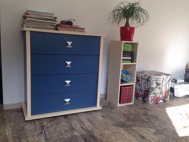 Komplet mebli : szafa, komoda mała i duża, biurko.