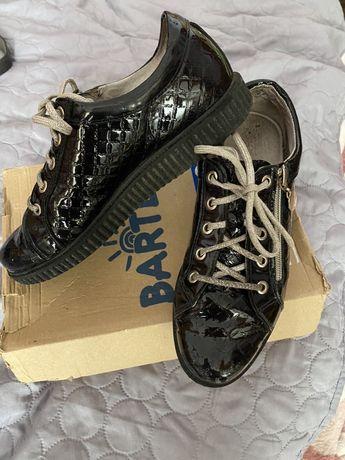Шкіряні туфлі для дівчинки Bartek