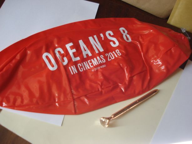 Bola de Praia e Caneta do Filme Ocean's 8