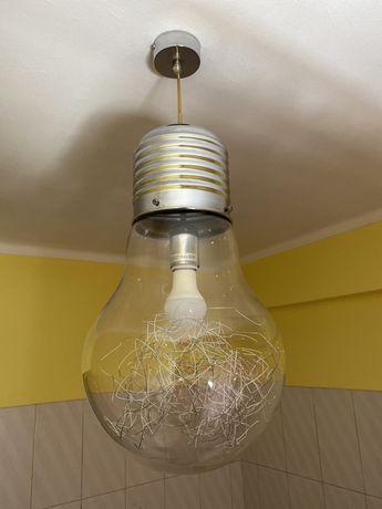 Camdeiro grande forma de lampada