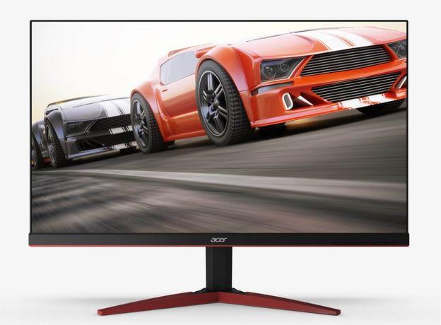 i5-8400, GTX 1080, 16GB ram + monitor 144 fps