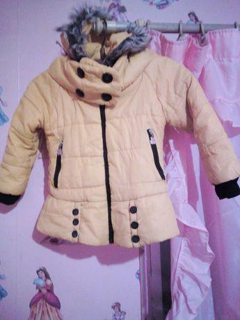 Продам очень удобную и красивую курточку для девочки.Цвет Жолтый