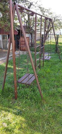 Sprzedam solidną metalową huśtawkę ogrodową z drabinką
