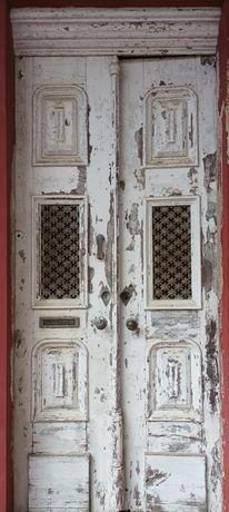 Vendo porta de madeira antiga (1860)