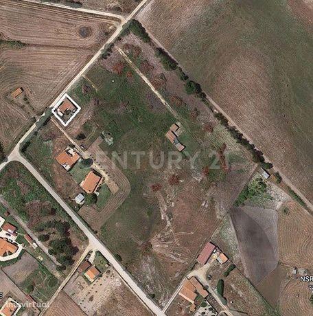 Terreno rústico com saneamento básico e construção de T2