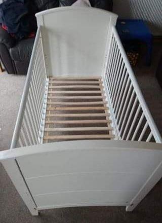 Łóżeczko niemowlęce 140x70 cm.
