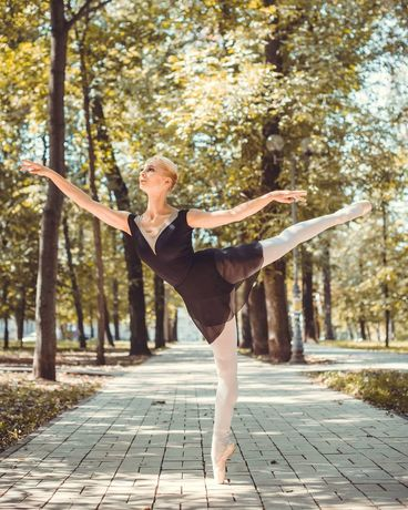 Артистка балета проводит индивидуальные занятия для взрослых и детей