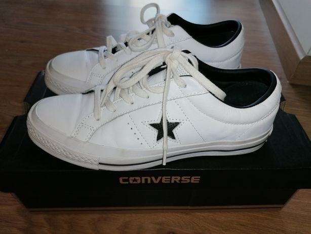 All Star brancos em pele