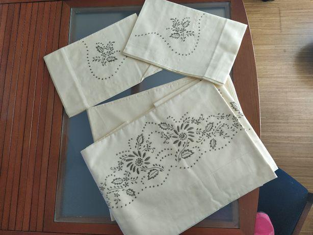 3 Jogos lençóis antigos de casal, bordados em algodão - NOVOS
