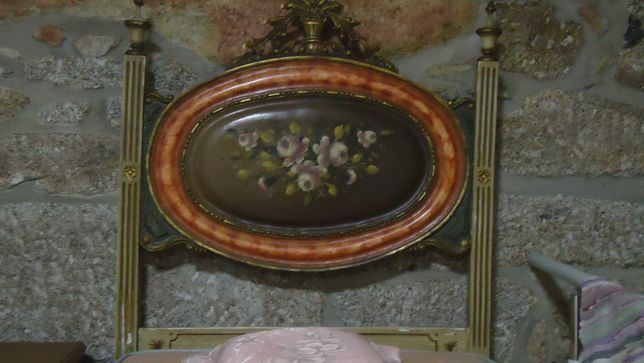 Cama Centenária pintada à mão em Talha Dourada