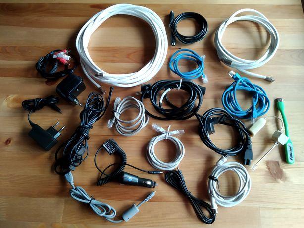 Zestaw różnych kabli RTV i ładowarek