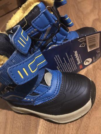 Nowe buty zimowe dla chłopczyka