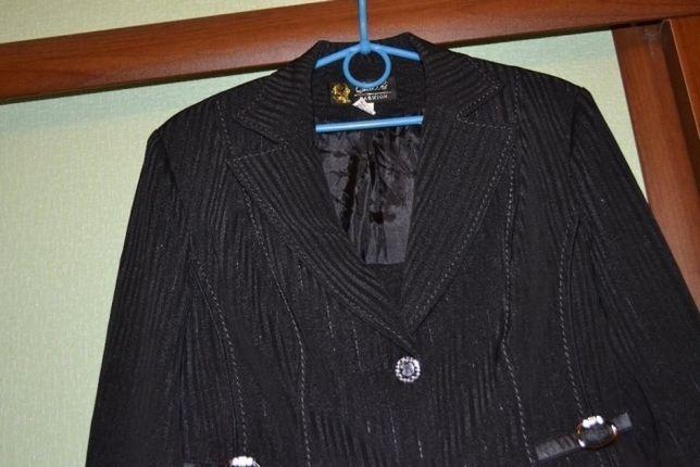 костюм деловой женский 3- ка брюки, юбка , пиджак