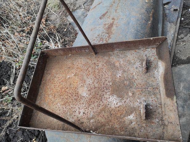 Тяжёлая металлическая кормушка для курей и прочей домашней птицы