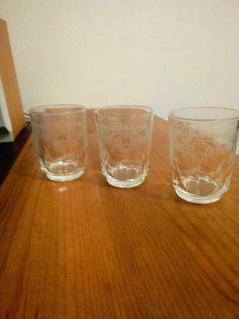 12 copos antigos de diversos tamanhos