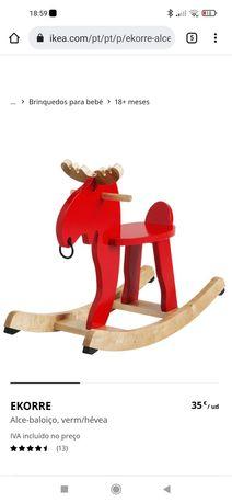 Cavalo baloiço em madeira