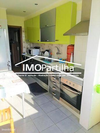 T2- Apartamento com 2 WC´s, já com renovações. Casais de Mem Martins.
