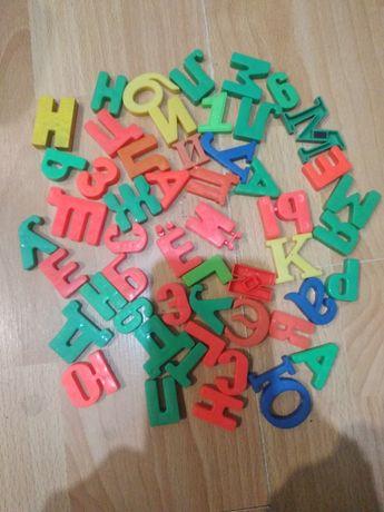 Пазлы игровые и кубики для детей