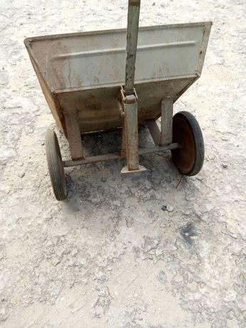 Тачка садовая для перевозки сыпучих материалов