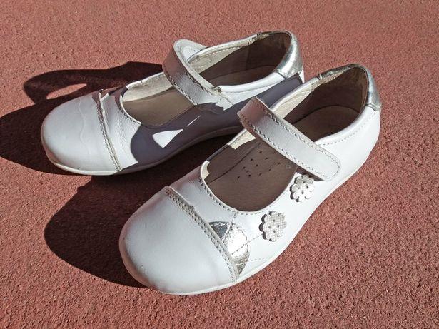 Sapatos de Menina AGM - Branco - Tamanho 29 - como Novos