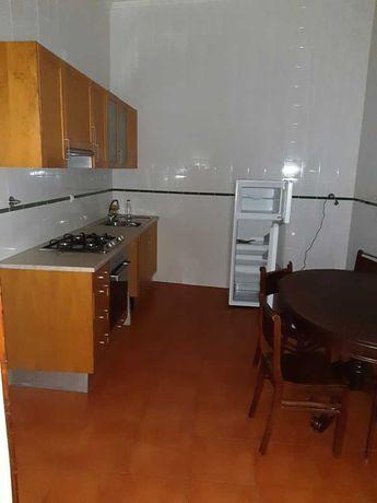 T2+1 á Portagem, cozinha equipada, excelente localização