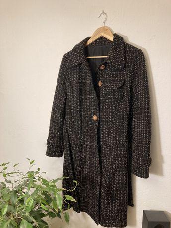 Damski płaszcz szyty u krawcowej
