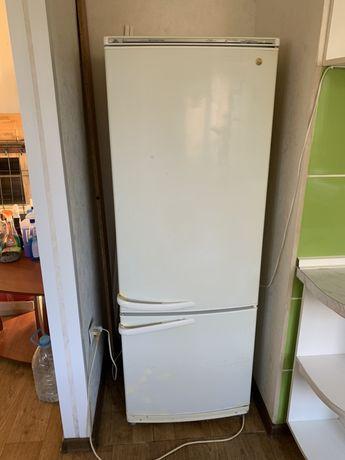 Холодильник с морозилкой Атлант